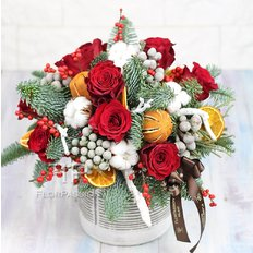 Christmas Floral Arrangement | Send Flowers to Milan Italy | FlorPassion